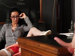 Skinny wordsmith Kim Brown enjoys watchin her boss masturbate