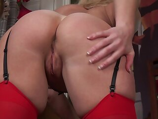 Blonde amateur mature Lucy Lauren fingers her cunny and moans