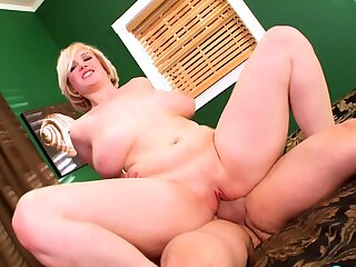 Blonde Chikita shows retire from her big boobs and bush