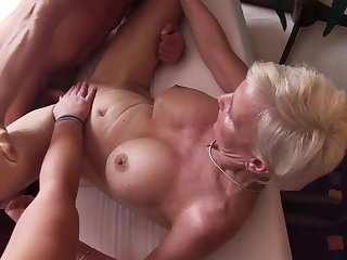 Reife Swinger - Wild German threesome with grown up swingers