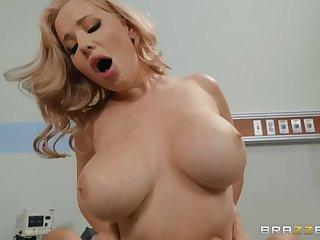 Blonde MILF Maisonette Bond enjoys hardcore sex in the medical centre
