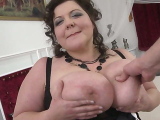 Mature BBW mom gets nice carnal knowledge helter-skelter youngsters