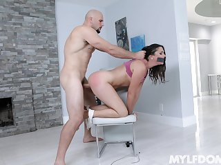 Curvy brunette Anna Morna fucked on the cathedra by a long dick