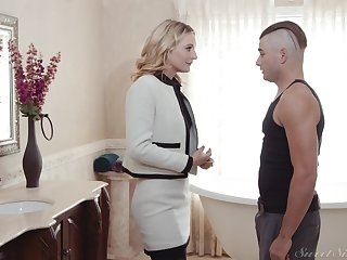 Mature blonde Mona Wales loves to recoil fucked in missionary positon