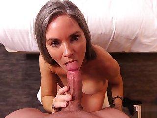 Livia - Sexy Cougar Fatiguing Porn - MomPOV Archive