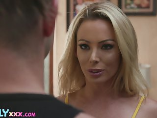Fortuitous man will be pounding that hot MILF after spying on her