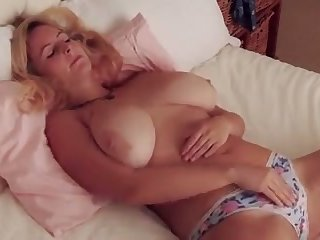 Fuck this hottie has some scrupulous big tits and she makes me deficiency to titty fuck her