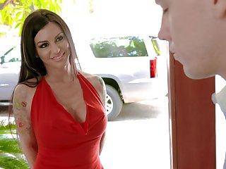 Having seduced dude shove around MILF Melissa Lynn gives him a nice blowjob