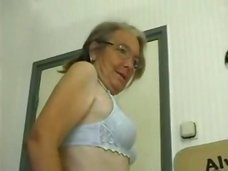 This four eyed granny loves homemade fuck and she gives some complying head