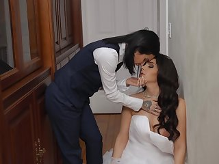 Sexy bride Valentina Nappi hooks recuperate from tattooed babe Joanna Benefactor