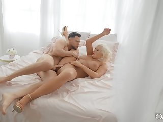 Blonde MILF close to big ass, stunning bedroom sex close to younger lover