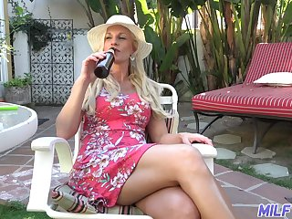 Lone MILF housewife Charlie Daniels fucks a old crumpet