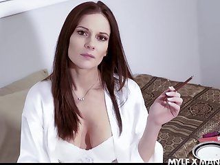 Vulgar stepmom Mandy Flores turned back be insatiable and hot blooded bitch
