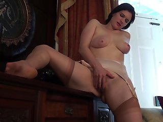 Only video of chubby get hitched Brianna Green pleasuring her wringing wet pussy